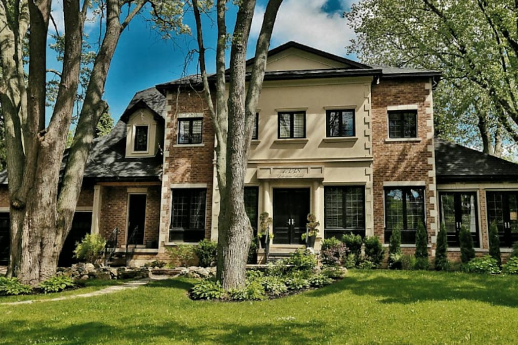 Luxury new 5 600 sf 4 br house with pool hot tub - Swimming pools burlington ontario ...