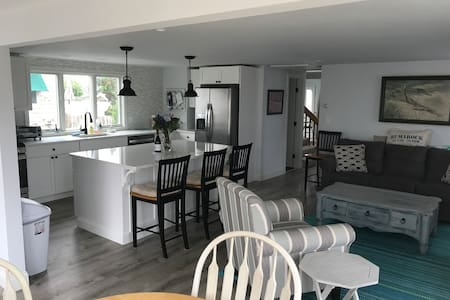 """Shore Bet"" Humarock Beach Cottage - Scituate"