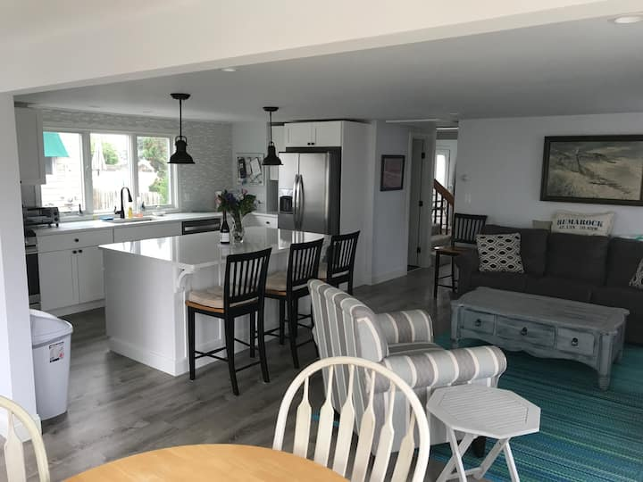 """""""Shore Bet"""" Humarock Beach Cottage - Scituate"""