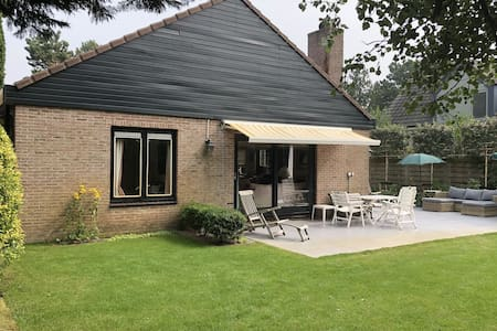 Lovely Holiday Home in Bergen aan Zee with Terrace