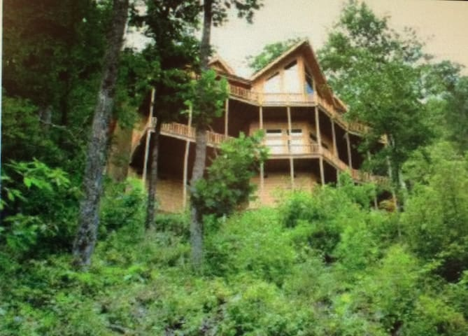 ONE OF A KIND Chalet/Cabin with outstanding views.