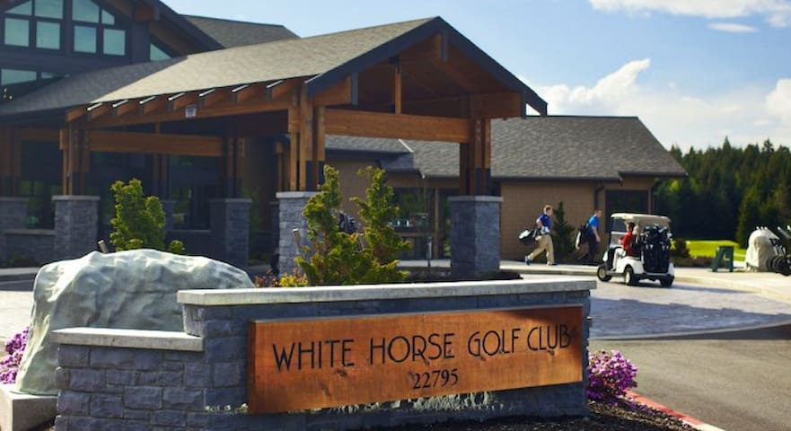 Golf at White Horse. 10 minute drive from Songbird House