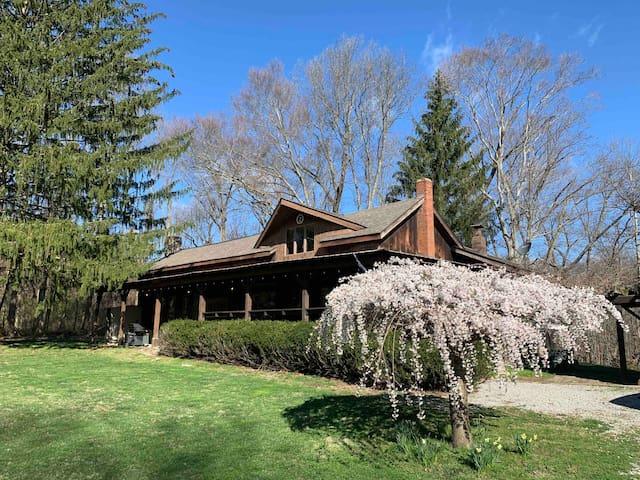 Hemlock Home, Heated Indoor Pool, Sauna 115 Acres