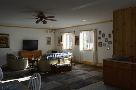 Quiet guesthouse w/creek view near Horseshoe Bend. - Horseshoe Bend - Pension