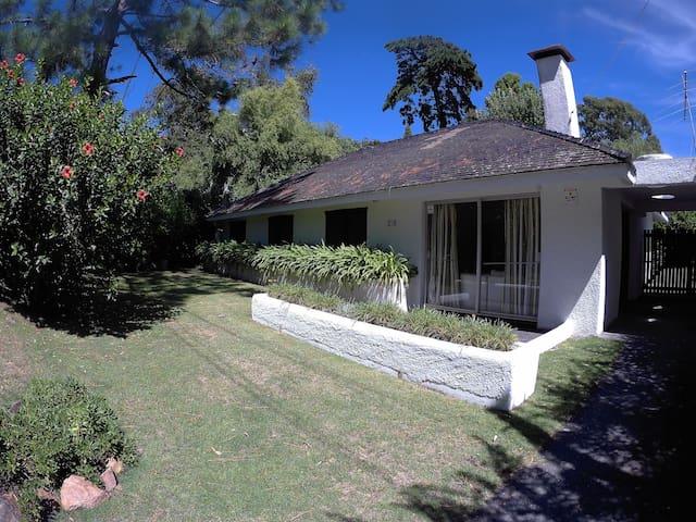 Casa para disfrutar en familia, en amplio jardin.