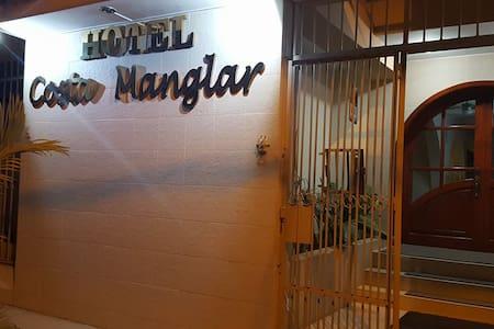 Hotel Cómodo y seguro cerca de la frontera Ecuador
