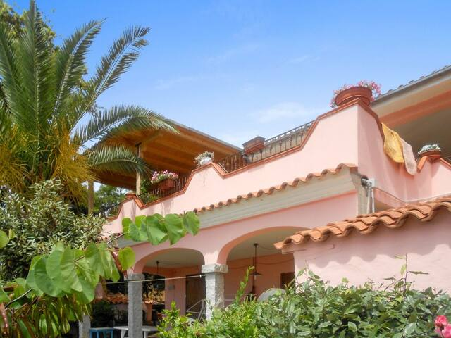 Bottom of villa, 2km from the beach - Posada - Apartment