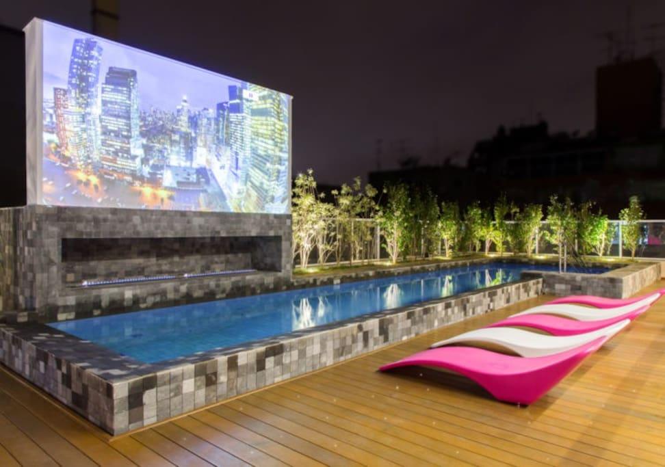 Cobertura/piscina e cinema
