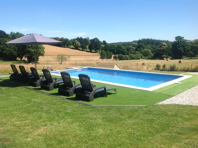 Gite de Lac de Guerledan with private heated pool