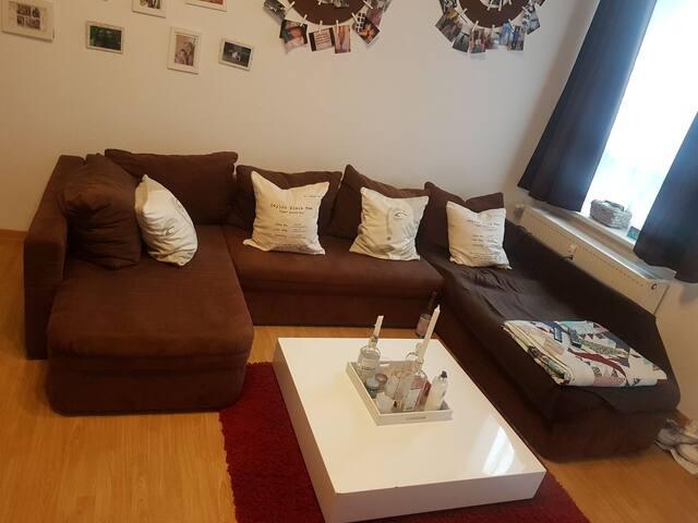 Gemütliches Zimmer in einer Wohnung nahe Zentrum.