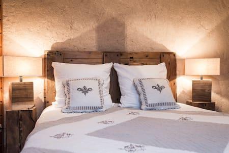 "BnB Chambre ""Rochail"" 2p coeur village d'Huez (n1) - Huez - Bed & Breakfast"