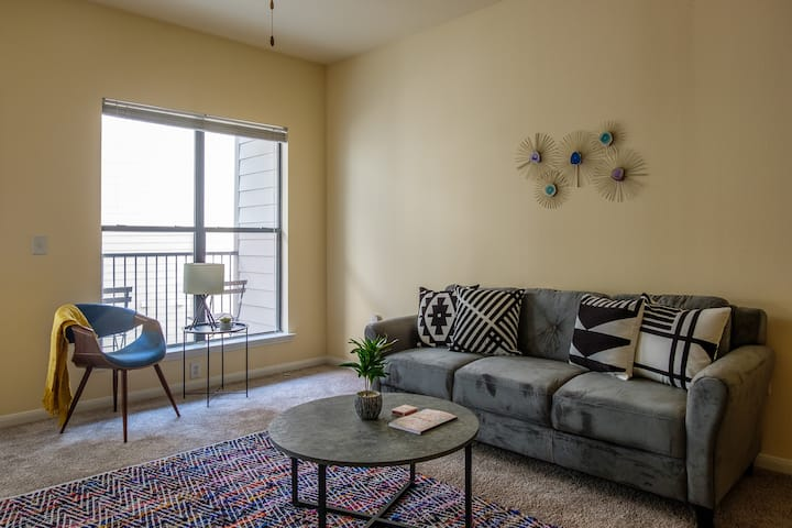 Homey Downtown 1BR Apt