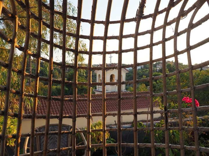 Monadic doma with amazing Acropolis energy, view