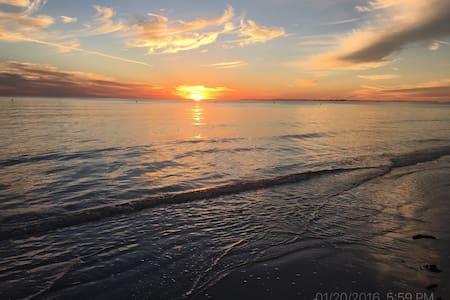 Beach House - Sleeps up to 14! - Fort Myers Beach - Casa