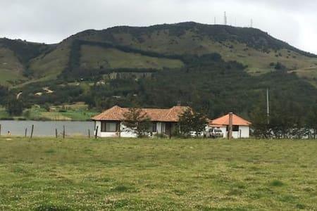 Hermosa casa campestre  frente a laguna de Suesca - Suesca - Hotel ekologiczny