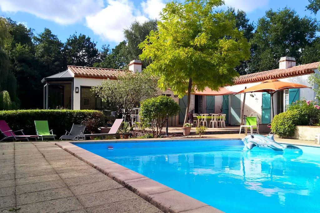 Belle maison avec piscine et tennis houses for rent in for Piscine challans