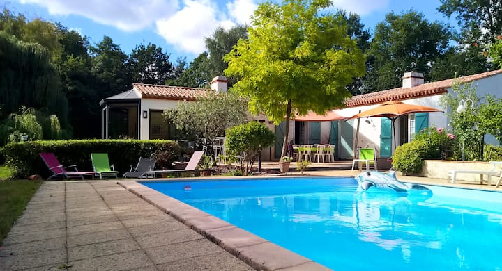 Belle maison avec piscine et tennis