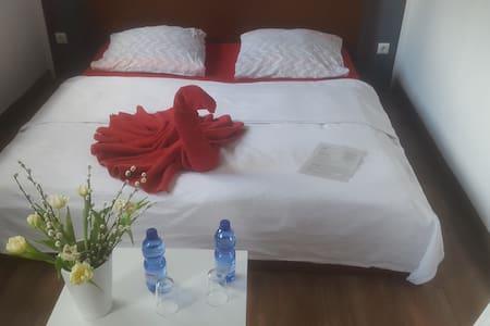 Zimmer zentral & m. Blick ins Grüne - Berlim - Casa