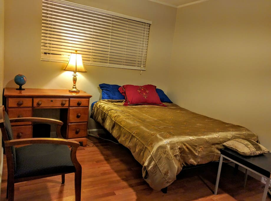 Front View - 1 BR with free wifi, office desk, chair and lamp. Ideal  for a business professional