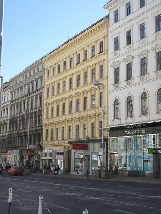 Facade (3rd floor)