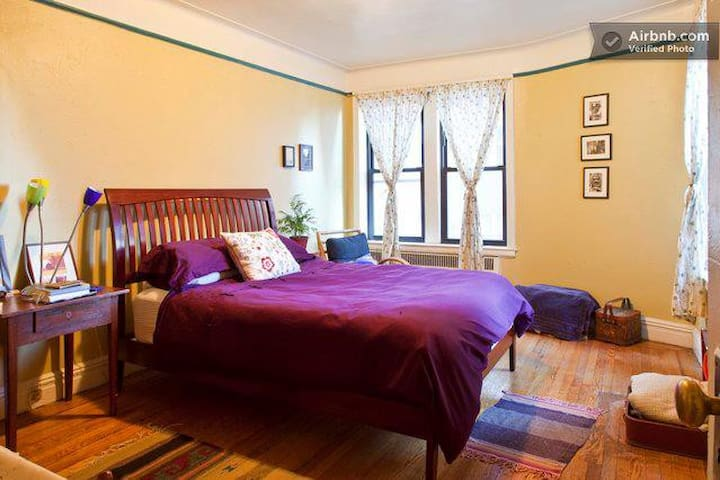Sunny one-bedroom apt., close to Prospect Park