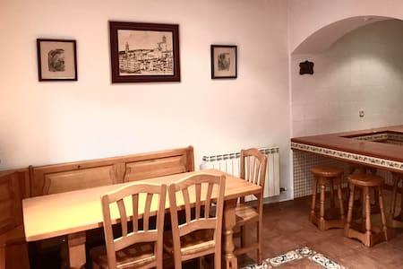 "Full beautiful house for ""Chillax"" (calm&local) - Els Prats de Rei - 独立屋"
