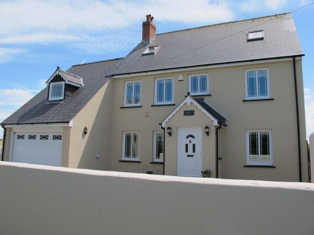 Large coastal  home close to Newgale & St Davids