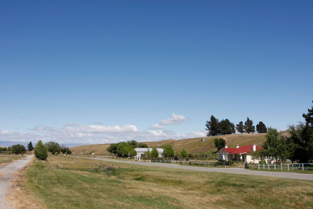 Big Sky Cottage from the Otago Central Rail Trail