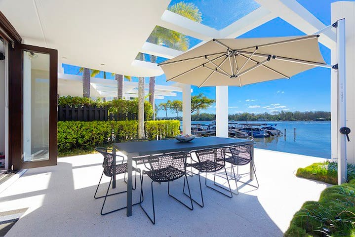 Luxurious Absolute Riverfront Apartment Noosaville - Noosaville - Apartment