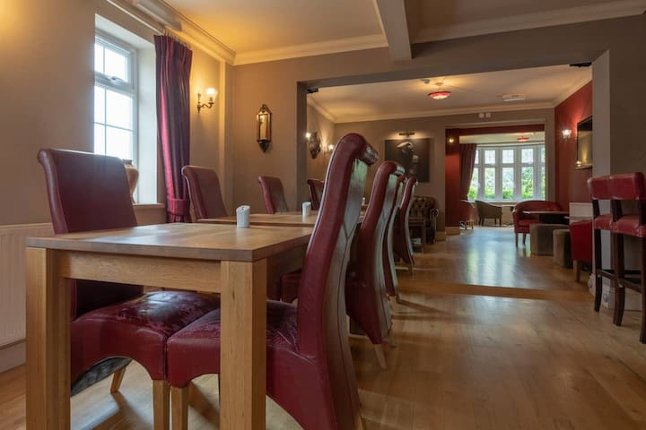 Coworking and meeting space near Farnham Station