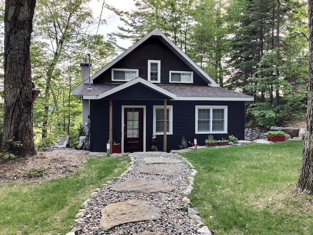 4 Bedroom Chalet perched on hill on Rawdon Lake
