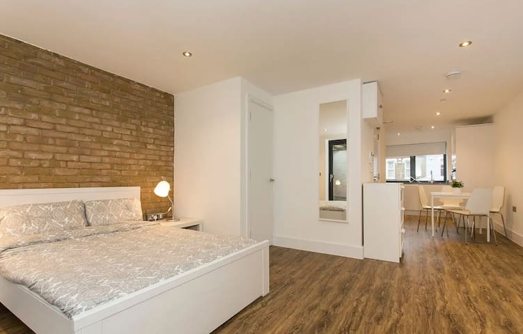 Manor House Studio Apartment B