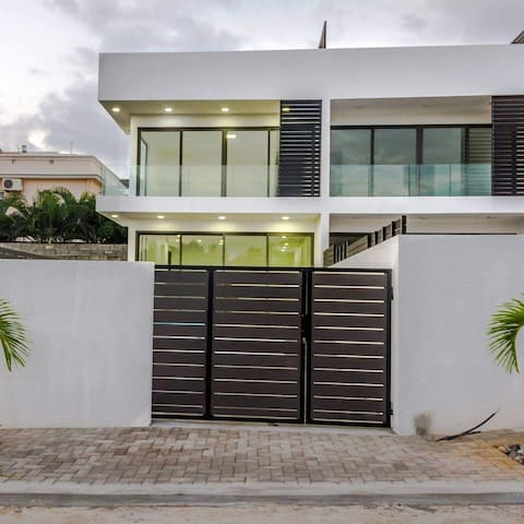 3 Bedroom Villa with Private Pool & Car, Mauritius