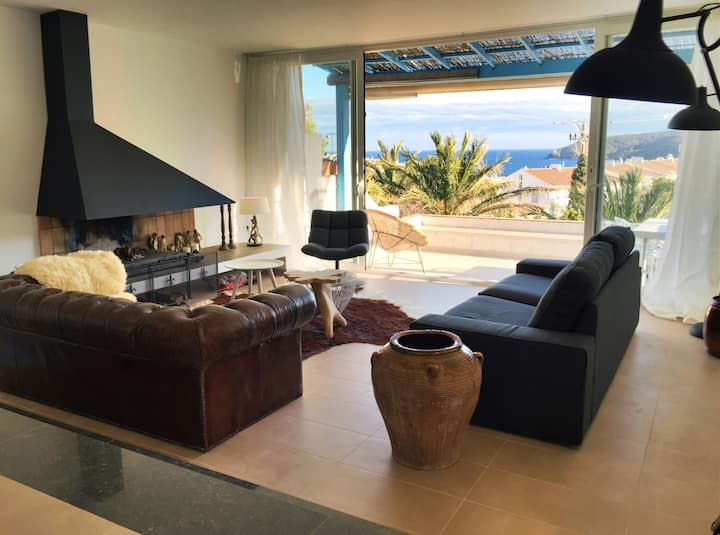 Apartment with airco, terrace, parking & sea view