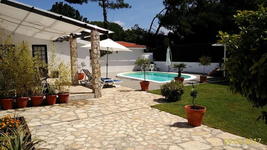 Beach house, Lagoon, Golf, private pool & garden.