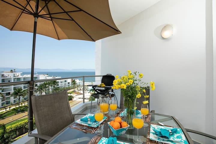 Beach Front Apartment, Aria Ocean. Fresh remodel!