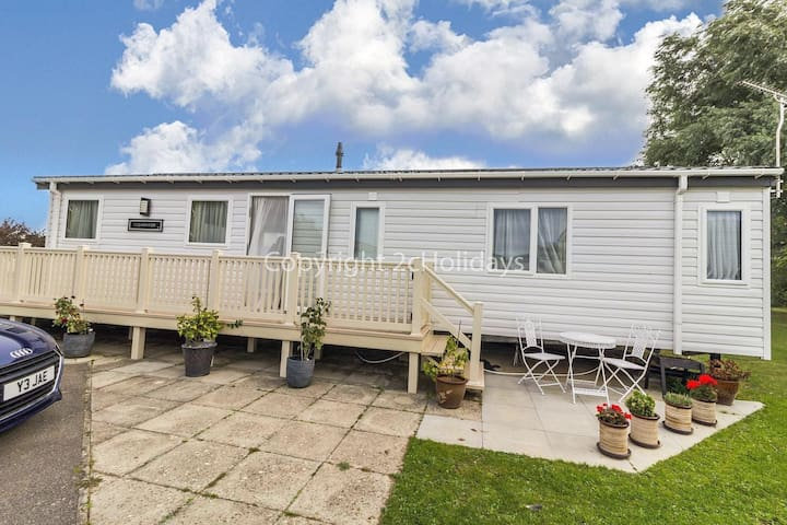 Luxury 6 berth double fronted lodge with huge decking in Hunstanton ref 23205K
