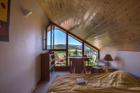 Chambre dans maison avec vue