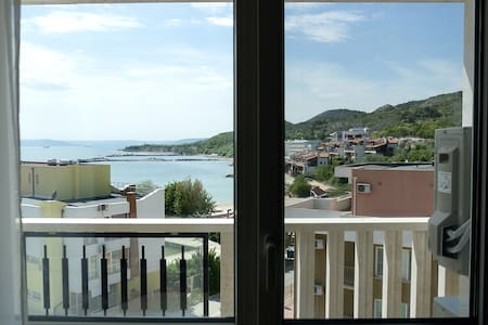 White Lagoon - Luxurious 1BD Flat near Kavarna