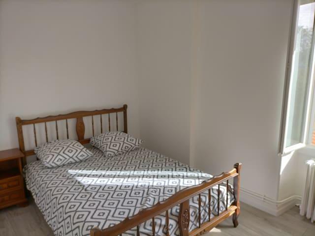 chambre 2 : un lit 2 places (140x190)  (étage)