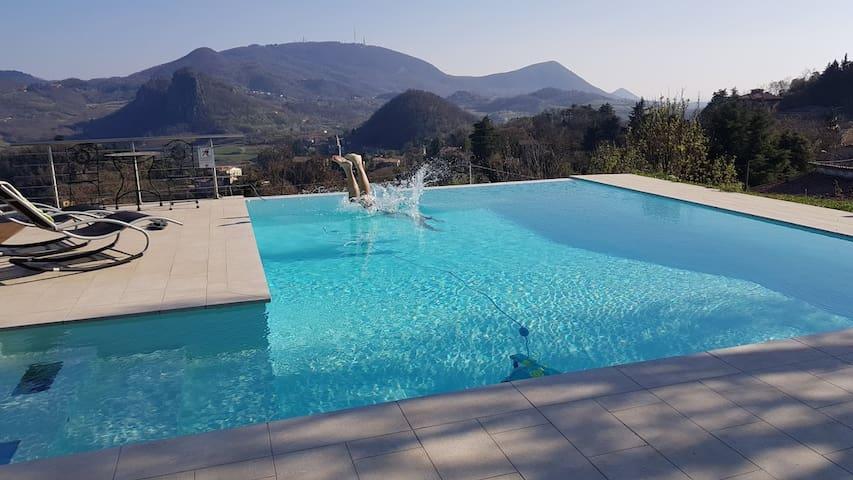 Casa con piscina nel verde dei Colli Euganei
