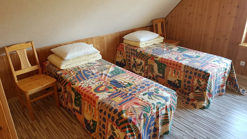 Room for two persons. You can put beds together.