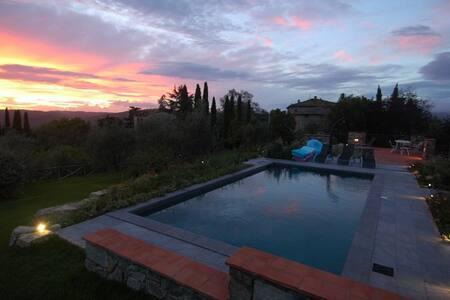 Il Poggio: una villa nel cuore del Chianti Storico - Villa