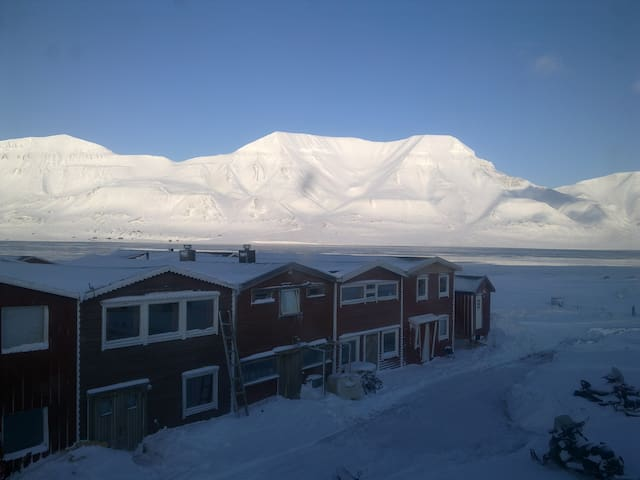 Modern studio apartment in a quiet neighbourhood. - Longyearbyen  - Apartament