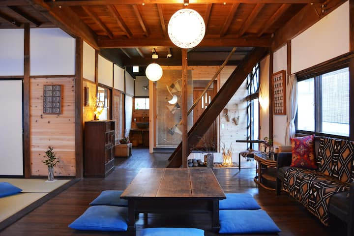 歴史ある温泉街にたたずむ古民家ゲストハウス・Historic hot spring town, 2