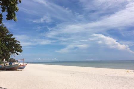 Hua-hin near beach 01 - Tambon Hua Hin