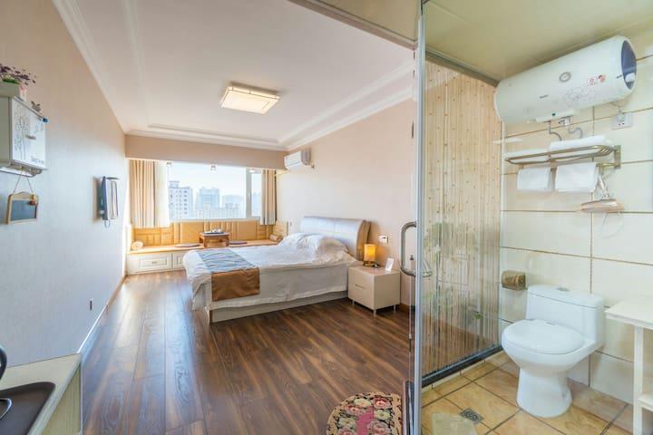 豪华大床房。9