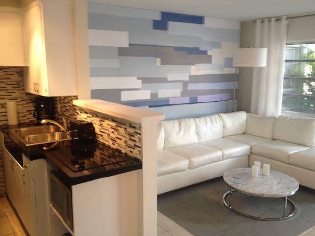 Modern Apt Steps to Wilton Drive - Wilton Manors - Apartamento