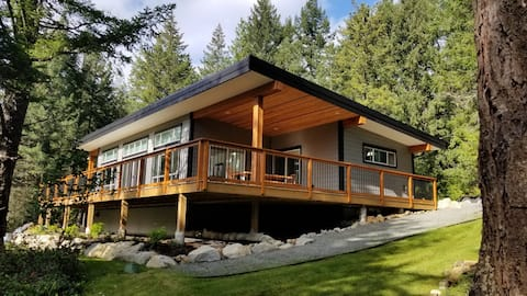 The Bunkie - Nanaimo's forest retreat