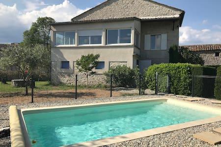 Gîte en pierres avec piscine privée